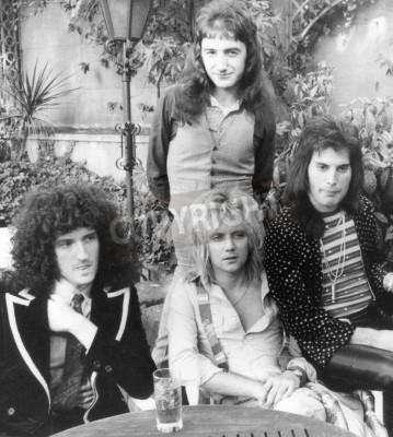 Plakát QUEEN - UK skupina v roce 1976 od l Brian May, Roger Taylor, John Deacon a Freddie Mercury