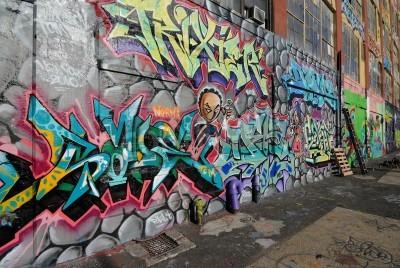 Plakát Queens, New York - 07.10.2010: Five Pointz, Považován graffiti Mekkou v Queens New York City, je venkovní výstavní prostory představovat Četné graffiti umělců.