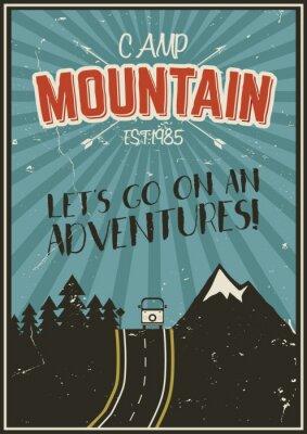 Plakát Retro letní nebo zimní dovolenou plakát. Cestování a dovolená brožura. Camping promo banner. Vintage RV, hory, stromy, šipky vektor koncepce, prvky. Motivační nápisy.