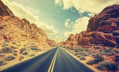 Plakát Retro stylizované pouštní dálnici, cestovní dobrodružství koncept.