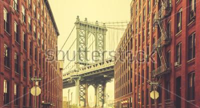 Plakát Retro stylizovaný Manhattanský most viděl z Dumbo, New York.