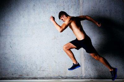 Plakát Runner sprintovat proti betonové zdi v garáži