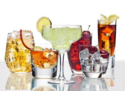 Plakát Různé koktejly, jsou na povrchu skla.