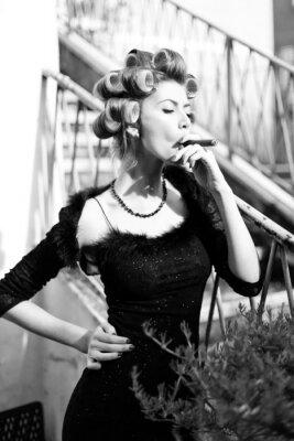 Plakát sexy žena pózuje jako aristokrat - fashion shoot