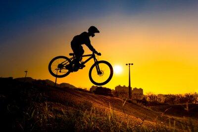 Plakát Silueta Stunt Bmx Rider - barevný tón ladil