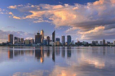 Plakát Skyline Perth, Austrálie přes řeku Swan při západu slunce