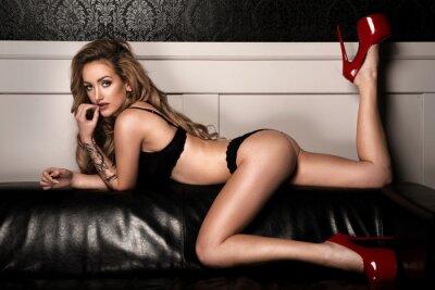 Plakát Smyslná žena s dokonalé štíhlé tělo pózuje v prádle