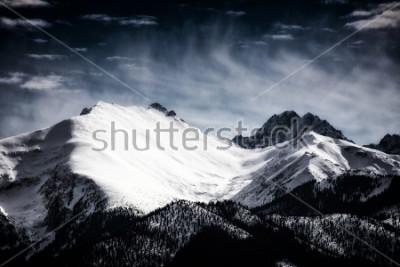 Plakát Sněhové vrcholy v Tatrách. Filtrovaný styl.