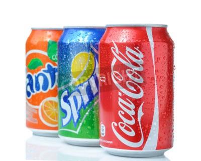 Plakát Sofia, Bulharsko - 27.dubna 2013: Coca-Cola, Fanta a Sprite Plechovky na bílém. Tři nápoje vyrobené The Coca-Cola Company