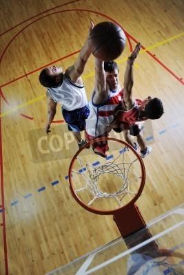 Plakát Soutěž cencept s lidmi, kteří hrají basketbal a cvičení sportu v tělocvičně