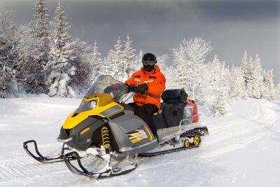 Plakát Sportovec na sněžném skútru.