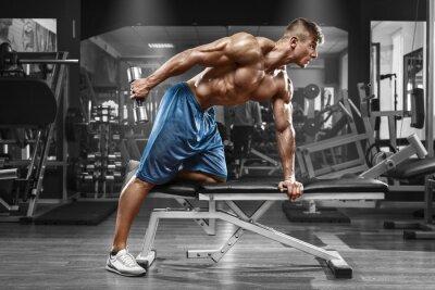 Plakát Svalnatý muž pracující v tělocvičně dělá cvičení s činkami na triceps, silný muž nahý torzo abs