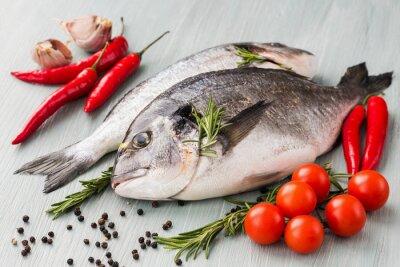 Plakát Syrové čerstvé dorado ryby se zeleninou a kořením