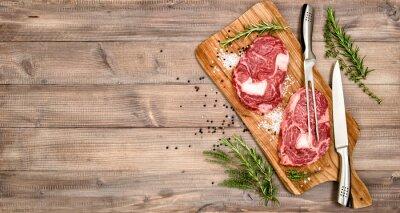 Plakát Syrové maso hovězí steak s bylinkami a kořením