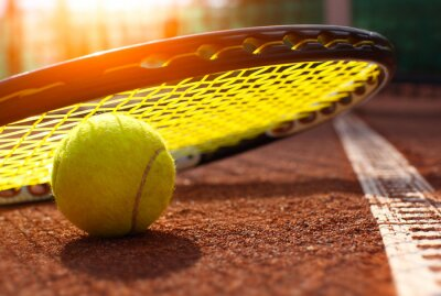Plakát tenisový míček na tenisový kurt