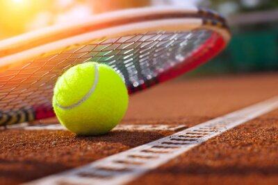 Plakát .tennis míč na tenisový kurt