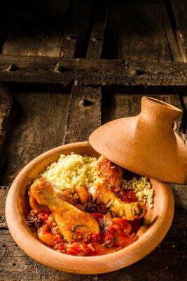 Plakát Tradiční Tajine Dish s kuřecím masem a Kuskus