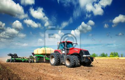 Plakát traktor v poli