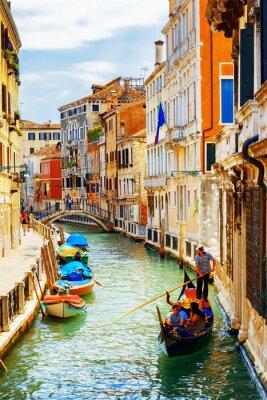 Plakát Turisté cestující v gondole, Rio Marin Canal, Benátky, Itálie
