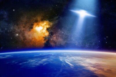 Plakát Ufo approaches planet Earth