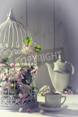 Plakát Vintage odpolední čaj s klec plněné jara květ