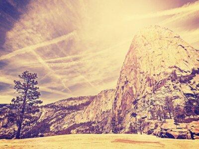Plakát Vintage stylizované příroda hora pozadí, USA.