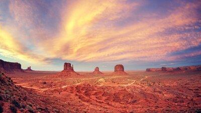 Plakát Vintage tónovaný Monument Valley po západu slunce, USA