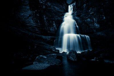 Plakát vodopád v noci