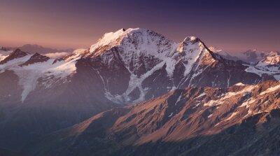 Plakát Vysoká hora v dopoledních hodinách. Krásné přírodní krajina.