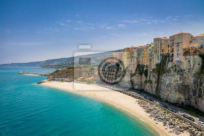 Plakát Vysoká pohled na město Tropea a pláže - Calabria, Itálie