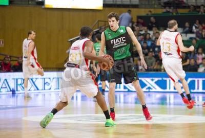Plakát Guillem Vives z Joventut v akci na španělský basketbalové ligy utkání mezi Joventut a Zaragoza, konečné skóre 82 až 57, na 13. dubna 2014 v Badalona, Španělsko