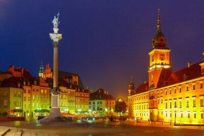 Plakát Zámecké náměstí v noci ve Varšavě v Polsku.