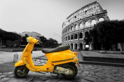 Plakát Žlutá vinobraní skútr na pozadí Kolosea